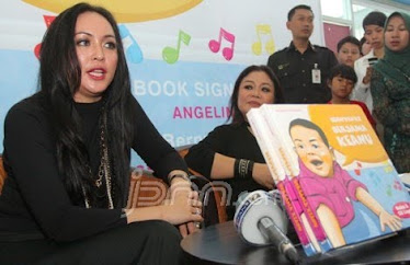 Angie dan Kreasi Buku