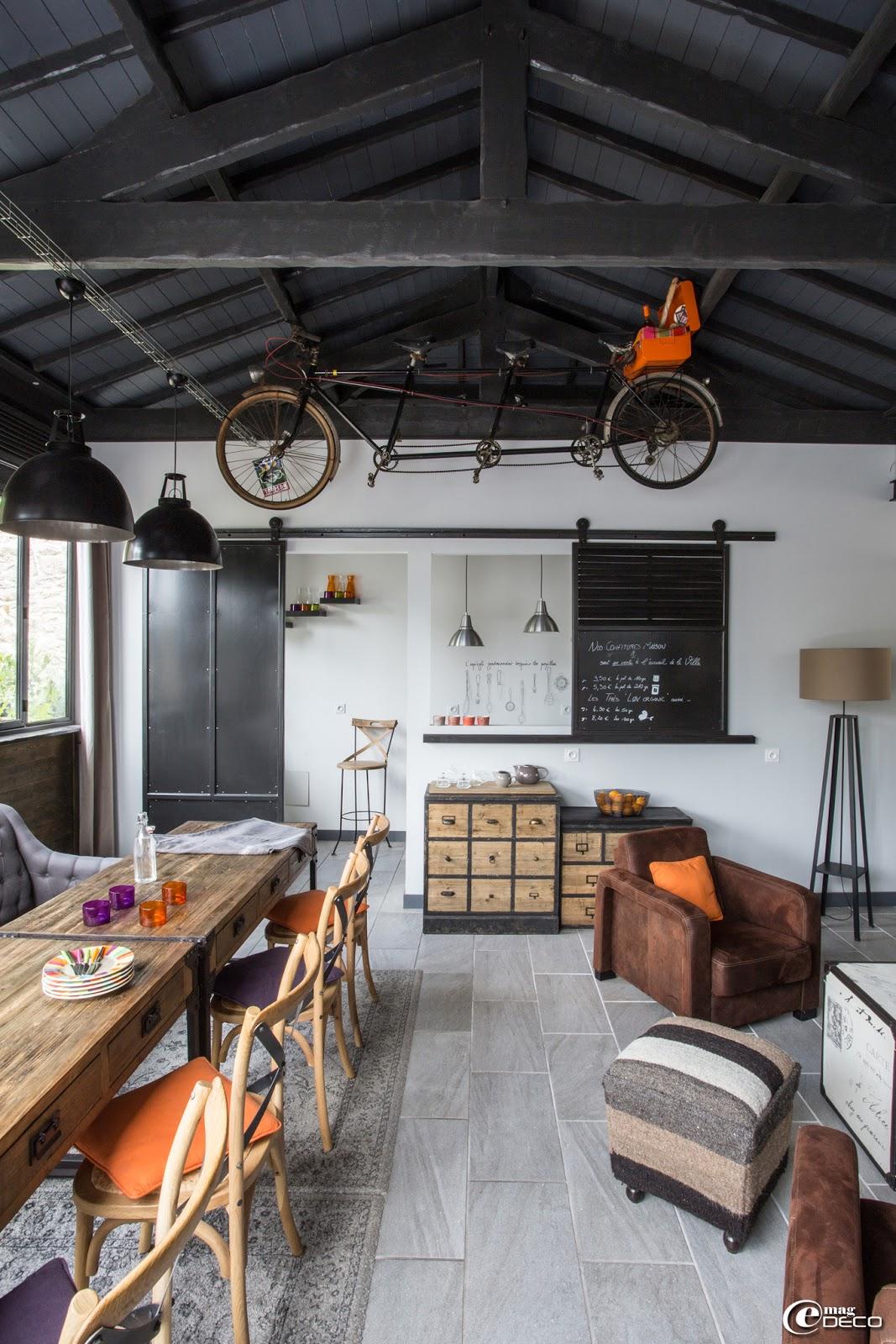 villa esprit de famille e magdeco magazine de d coration. Black Bedroom Furniture Sets. Home Design Ideas