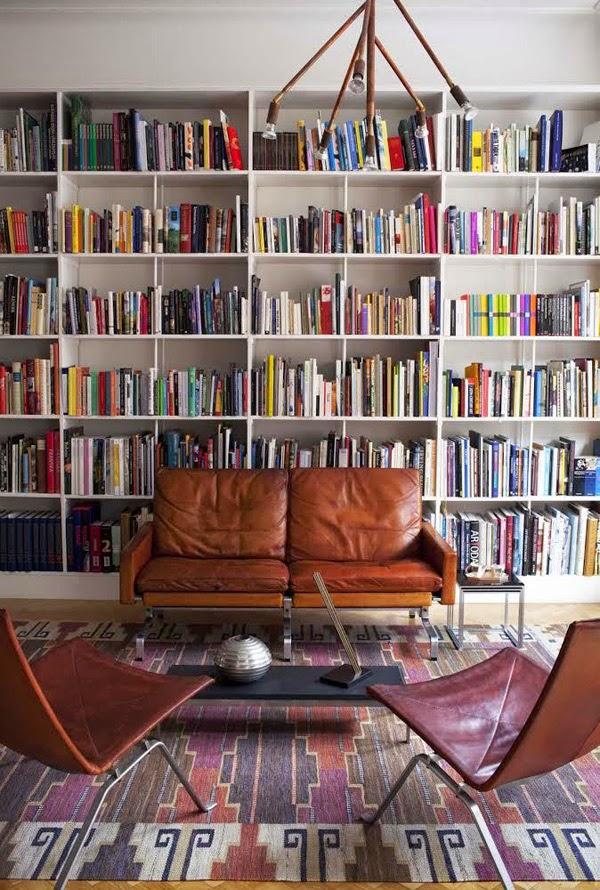 le mobilier de cet appartement su dois est du pur design. Black Bedroom Furniture Sets. Home Design Ideas