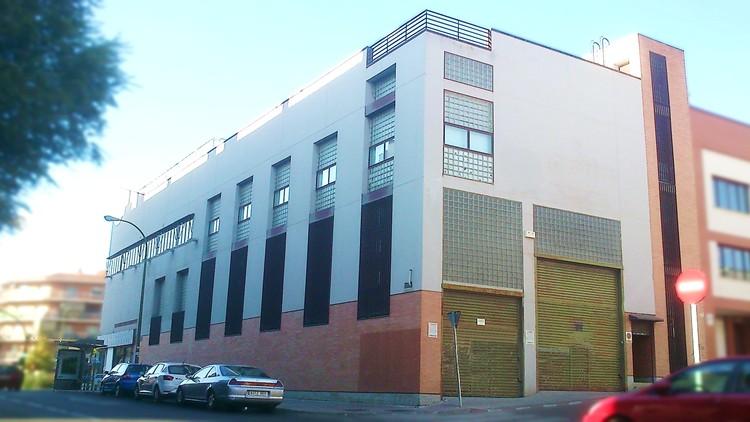 proyecto de edificio comercial en madrid fachada sur persianas muñez