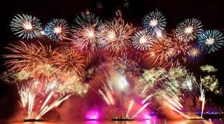 detik pergantian tahun baru sekitar 2016 lampion di terbangkan, lampion-lampion ini merupakan wujud syukur doa tahun baru sekaligus harapan warga