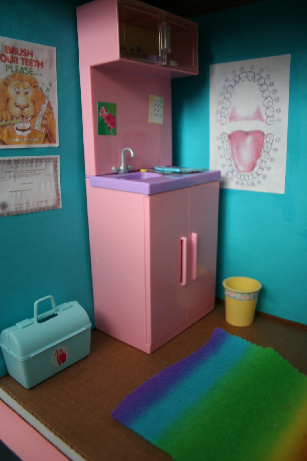 pink and green mama diy barbie cardboard box house. Black Bedroom Furniture Sets. Home Design Ideas