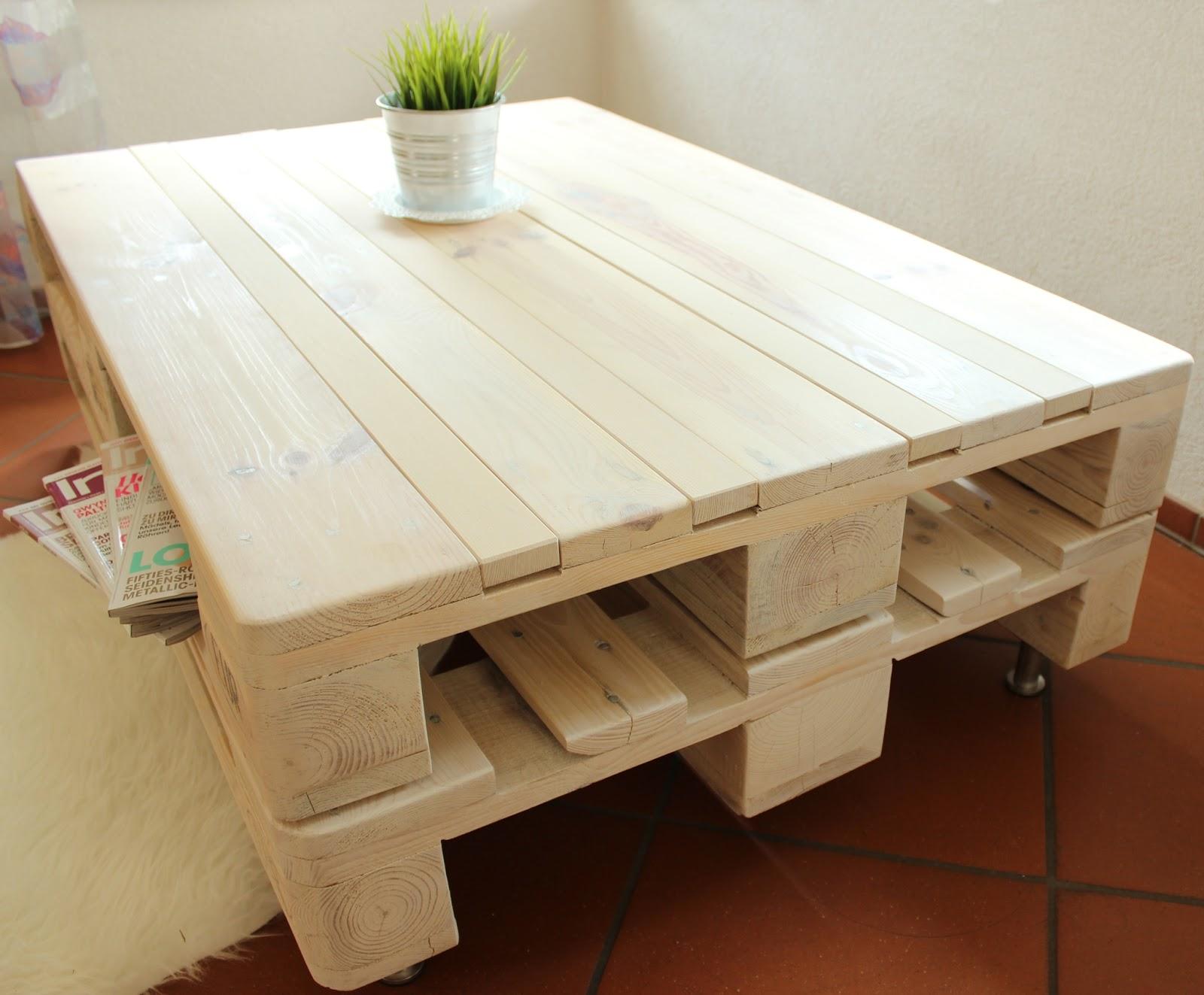 Interior diy palettentisch the blonde lion fashion - Wohnzimmertisch aus weinkisten ...