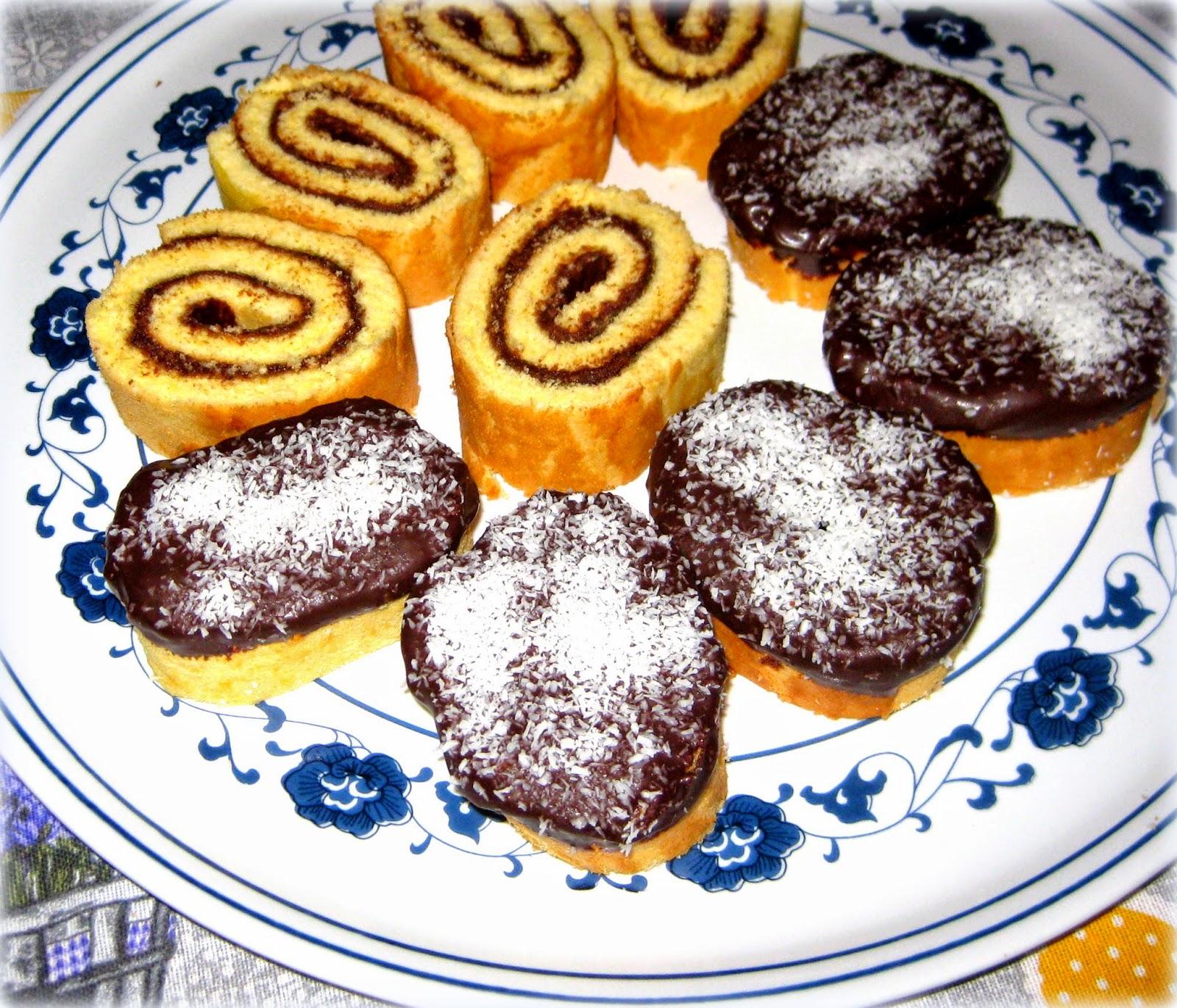 La ricetta del Rotolo alla Nutella è perfetta per i palati di grandi e piccini: un rotolo di pan di spagna farcito con nutella.