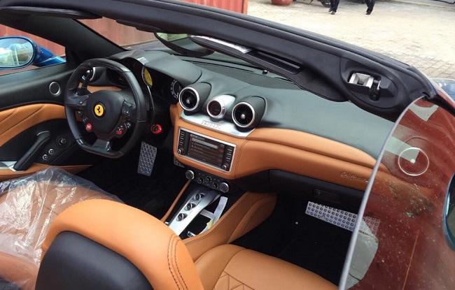 Siêu xe Ferrari California T bất ngờ về Việt Nam