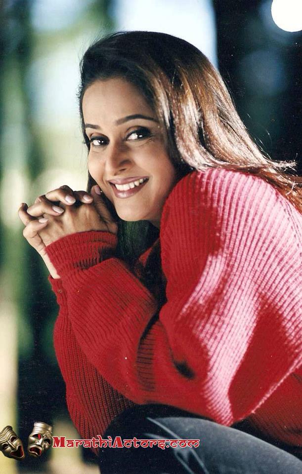 marathi actor and actress mrinal kulkarni photos