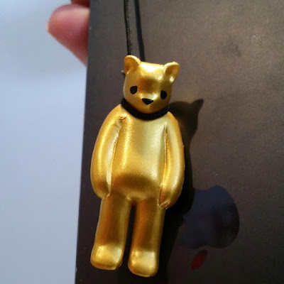 "Full Reveal Update: San Diego Comic-Con 2015 Exclusive ""Gold"" Hung Vinyl Figure Zipper Pull by Luke Chueh & Munky King"
