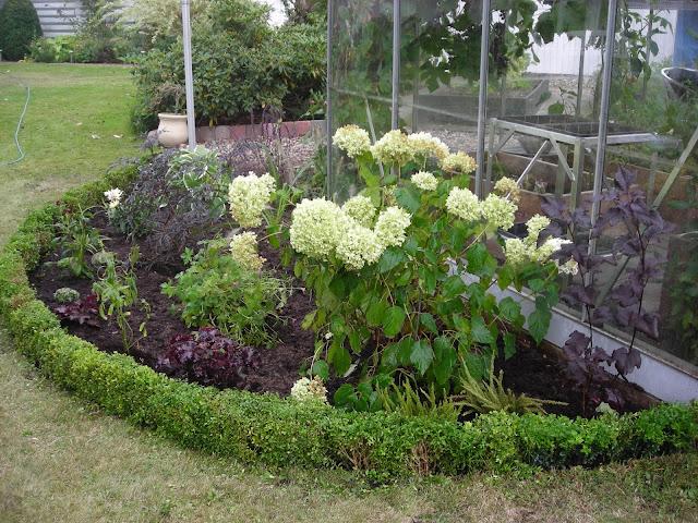 Mit lille gods: mit nye bed......nu med planter!