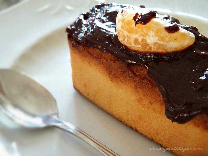 ración pastel mandarina y chocolate