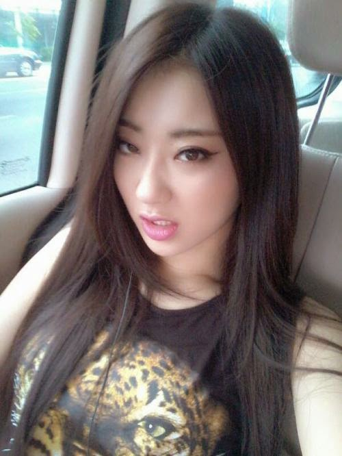 Want a kiss from 9Muses' Kyungri? | JustKpop