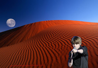 Wallpaper of Justin Bieber photo wallpaper Justin Bieber in Concert in classic Red Moon Desert background for the fans