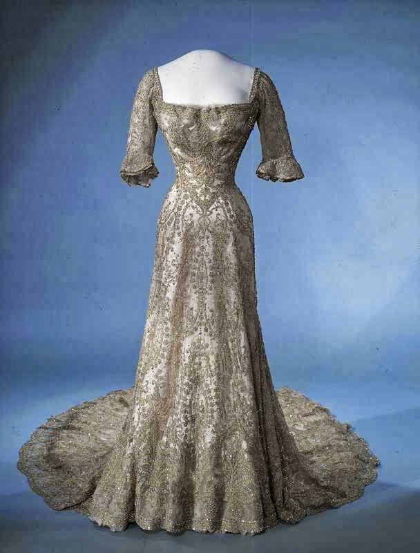 Gods and Foolish Grandeur: Queen Maud\'s dresses