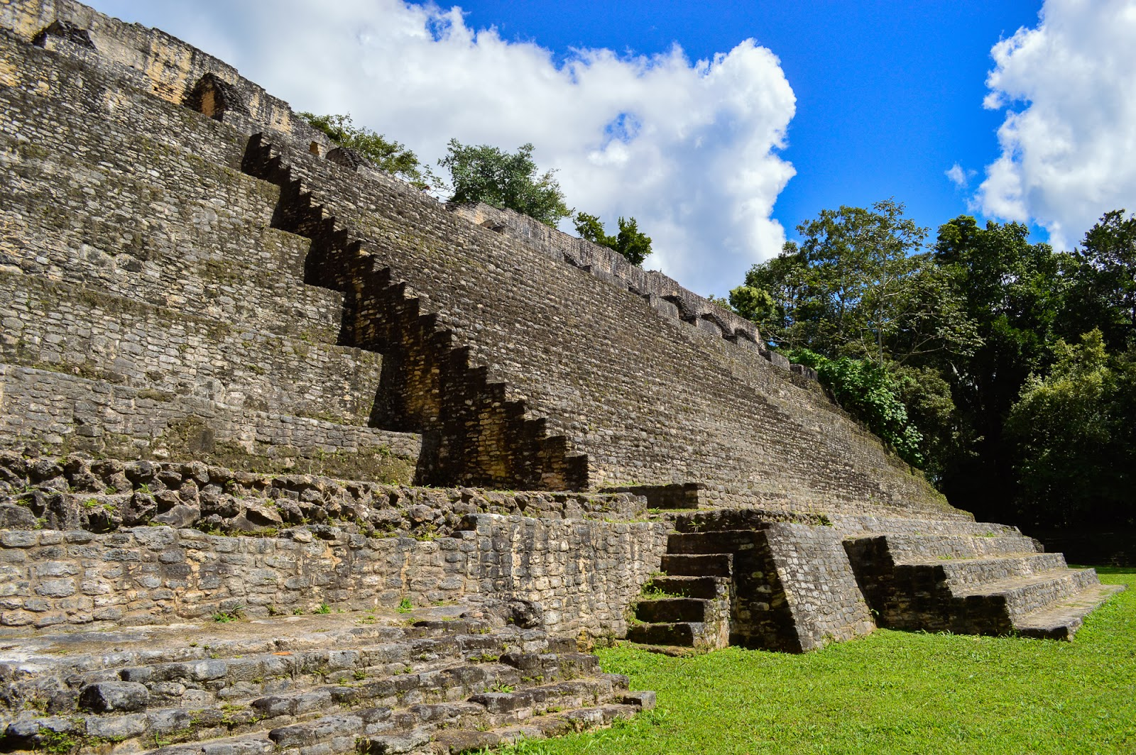 caracol belize