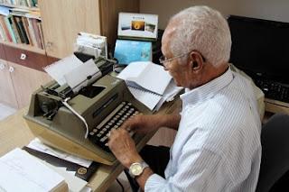 Até meados da década de 1980, o datilógrafo era imprescindível nos escritórios. Os computadores fizeram com que a profissão evoluísse e muitos se tornaram digitadores.