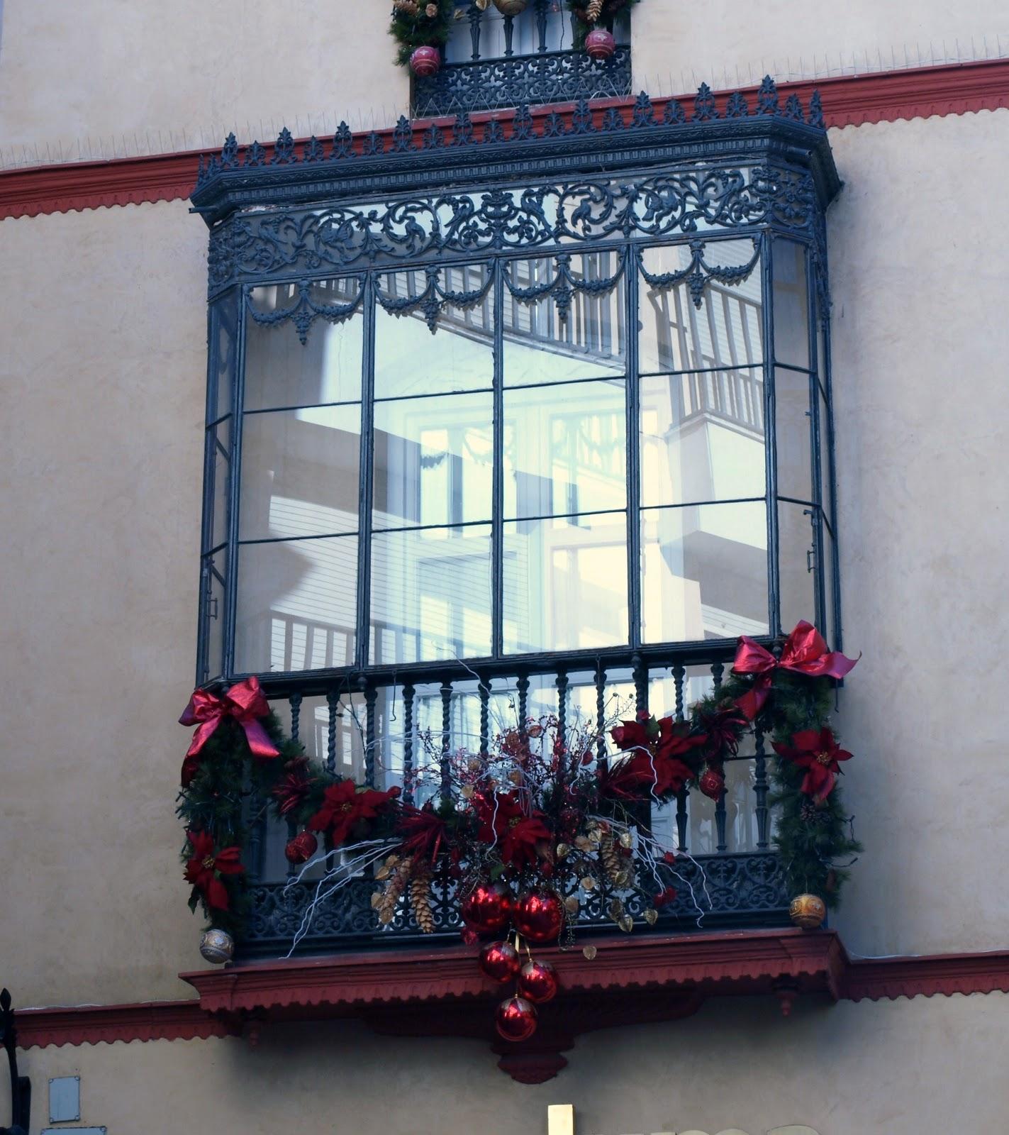 Sevilla daily photo balcones de navidad for Iluminacion para balcones