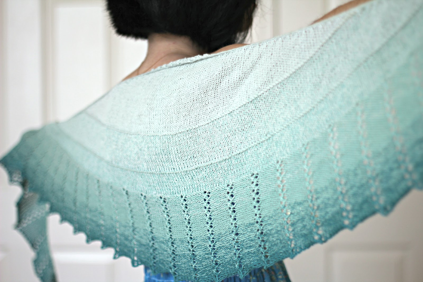 Free Knitting Patterns Teddy Bears : KGThreads blog: Spearmint Tea shawl - free pattern!