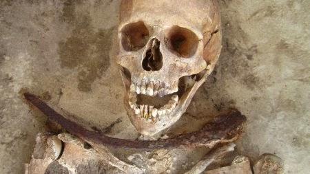 Six «vampires» exhumés d'un vieux cimetière polonais