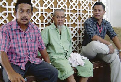 Buang bapa tepi masjid