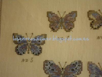 Detalle de mariposas realizadas a punto de cruz