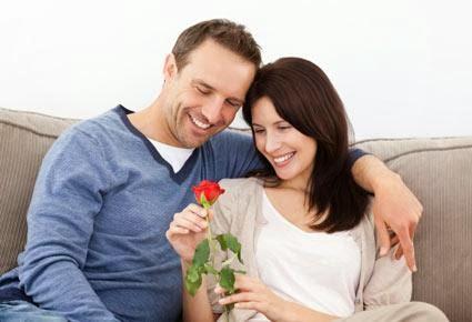 هل أنتما مستعدان للزواج - زوجان ارجل امرأة وردة زهرة روز - man woman flower rose