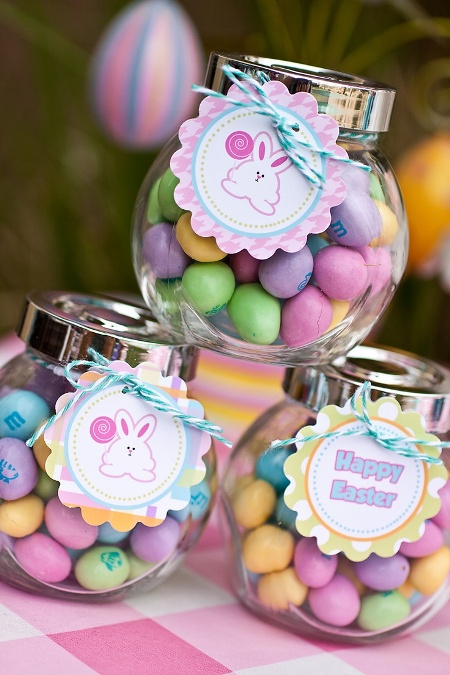 Easter treats in little jars with cute gift tags