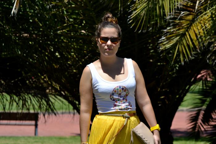 Look_Outfit_Falda_Amarilla_Camiseta_Calavera_Verano_Nudelolablog_01