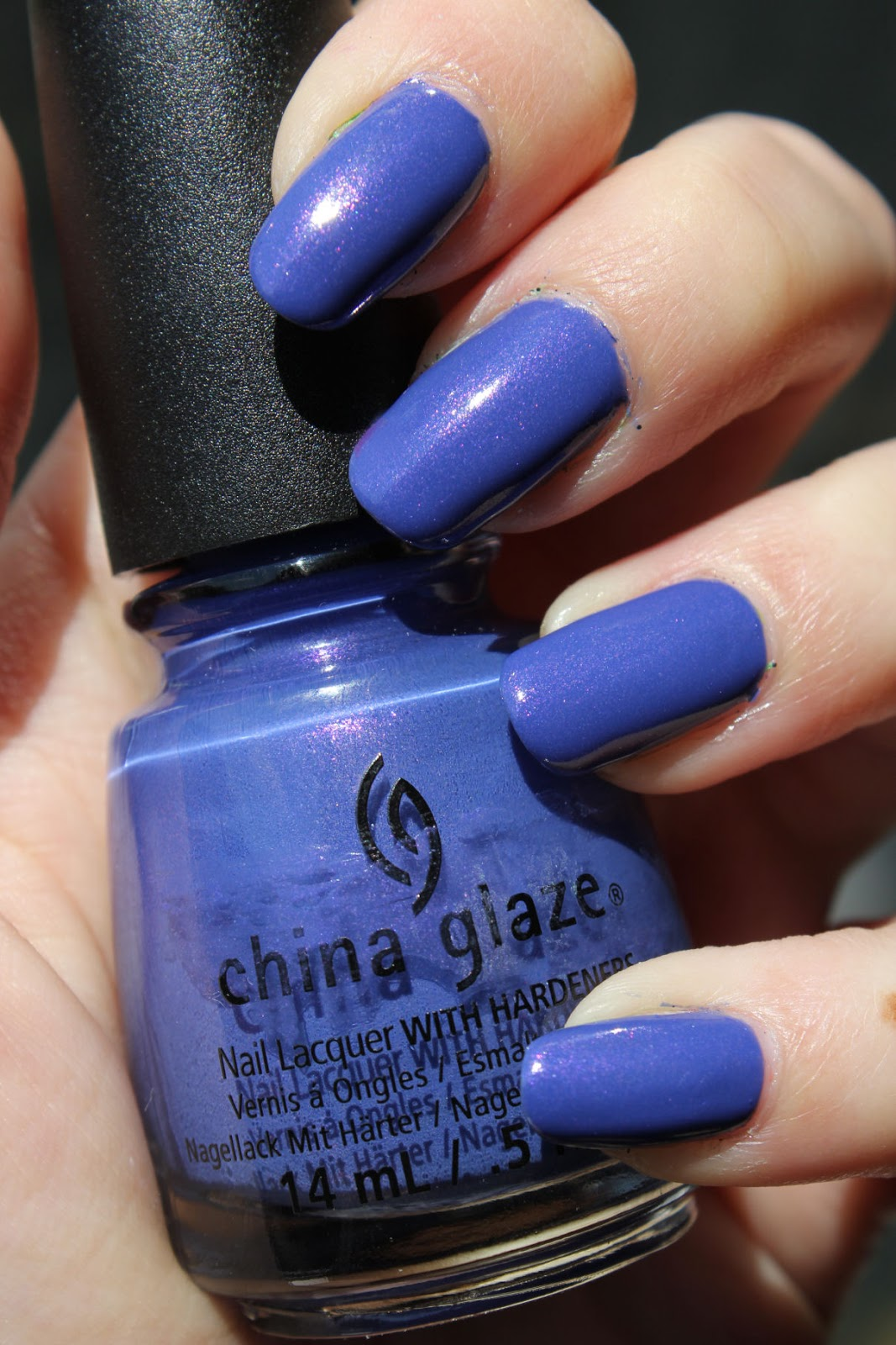 http://lacquediction.blogspot.de/2014/07/china-glaze-fancy-pants.html