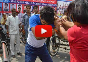 Meerut-brave-women-fights-with-youths-video