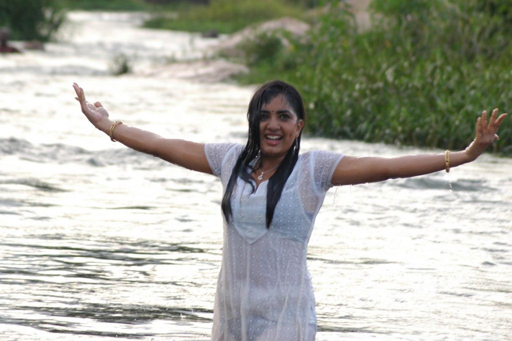 LG moviee: Puriyatha Anantham Puthithaga Aarambam Onlocation Photos