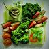 Sałatka z selera naciowego, brokuła i truskawek