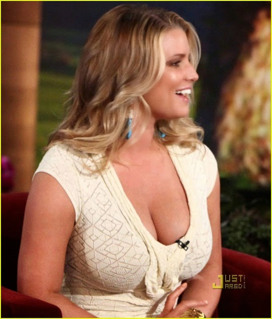 jessica_simpson_breasts