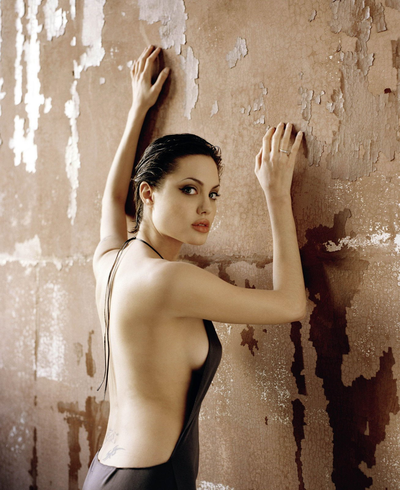 hot angelina jolie wallpapers