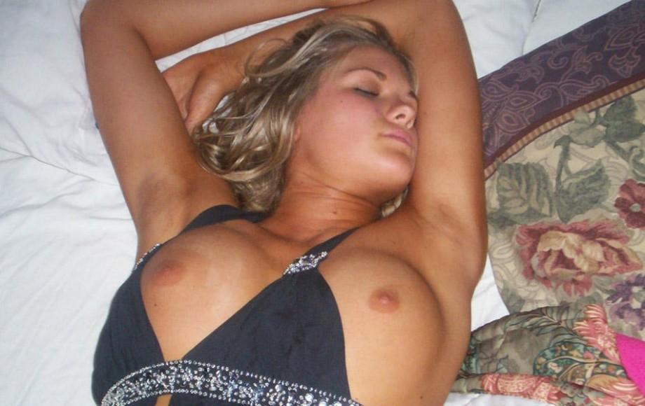Uyuyan üvey annesini beceren çocuk  mcporno9com