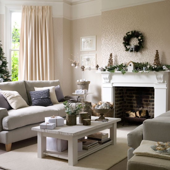 New home interior design christmas living room decorating for Room decor for christmas
