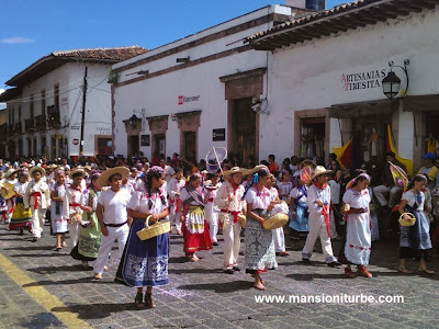An animated parade to celebrate de 479 Aniversary of Pátzcuaro