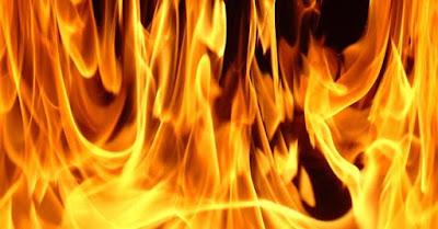 Família tem residência queimada na zona rural de Elesbão Veloso; mulher, mãe de três filhos e grávida de 4 meses pede ajuda.