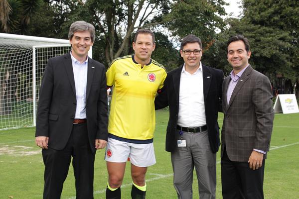 Foto-Social-Versión-conmemorativa-Chevrolet-Sail-Selección-Colombia