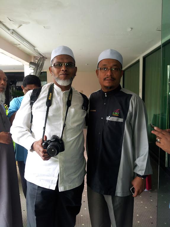 Bergambar kenangan dengan Ustaz Kazim Elias selepas program