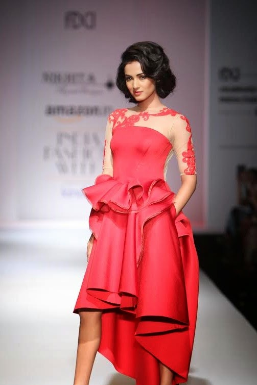 Celibrity Showstoppers at Indian Fashion Weeks | Sonal Chauhan walking for Nikhita Tandon's collection at Amazon India Fashion Week 2015