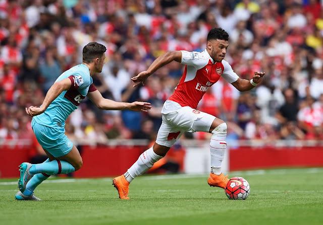 Oxlade Chamberlain Arsenal West Ham BPL 2015 2016