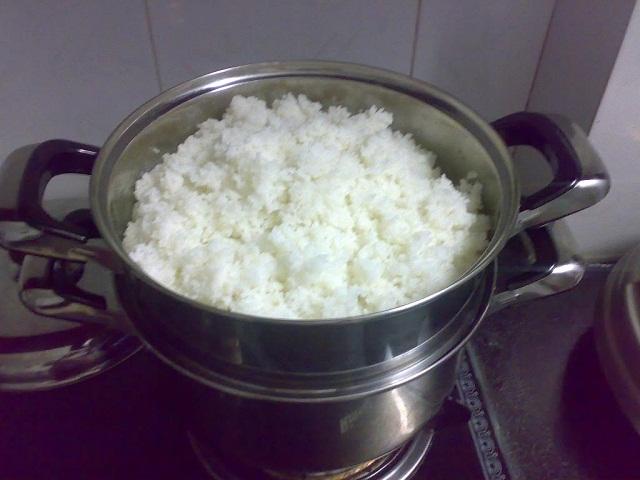 Mẹo hấp cơm nguội ngon như cơm mới nấu