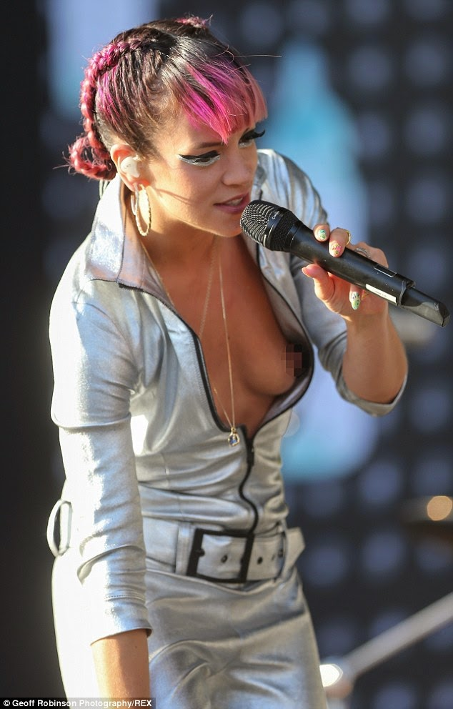 Lily allen flashing her tits