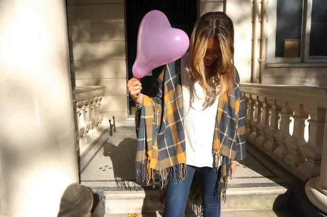 chloeschlothes- poncho et ballon coeur