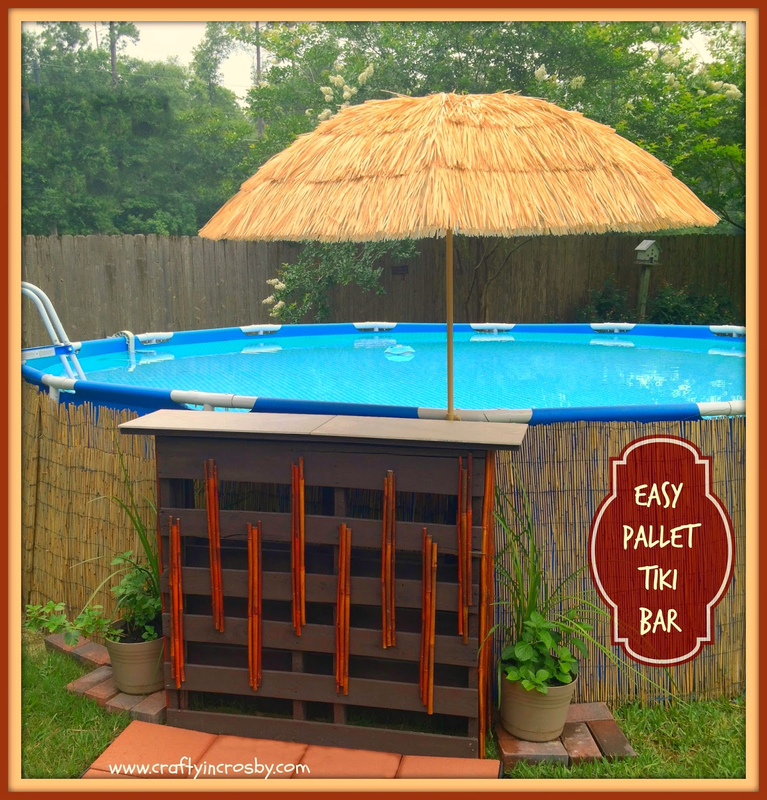 Pams party practical tips diy pallet tiki bar feature for Decor around swimming pool