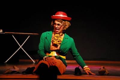 """Apresentação da peça """"Era uma vez Aurora"""" no Santa Cruz Shopping"""