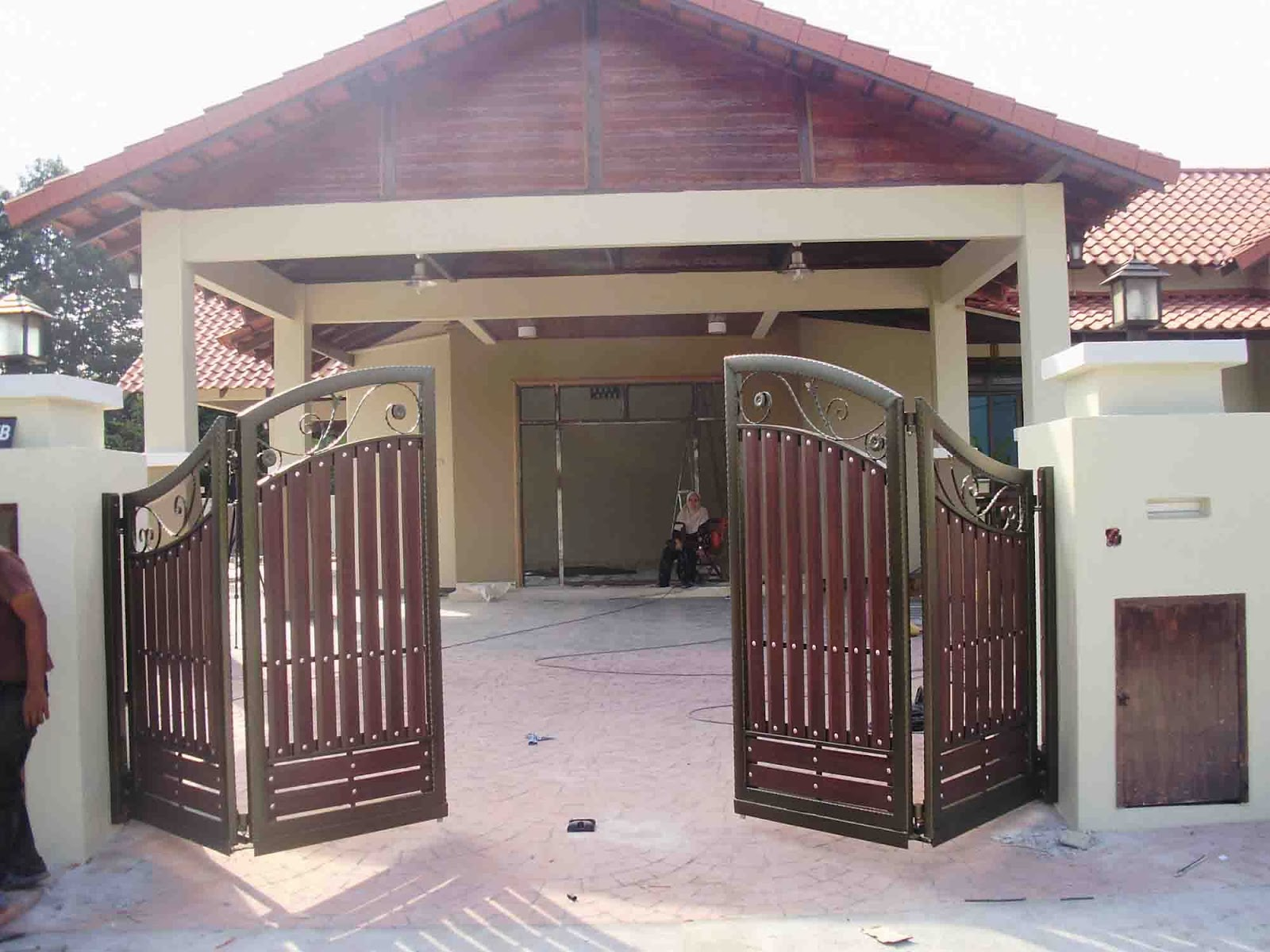 Comfort house trading exterior gate design for Comfort house