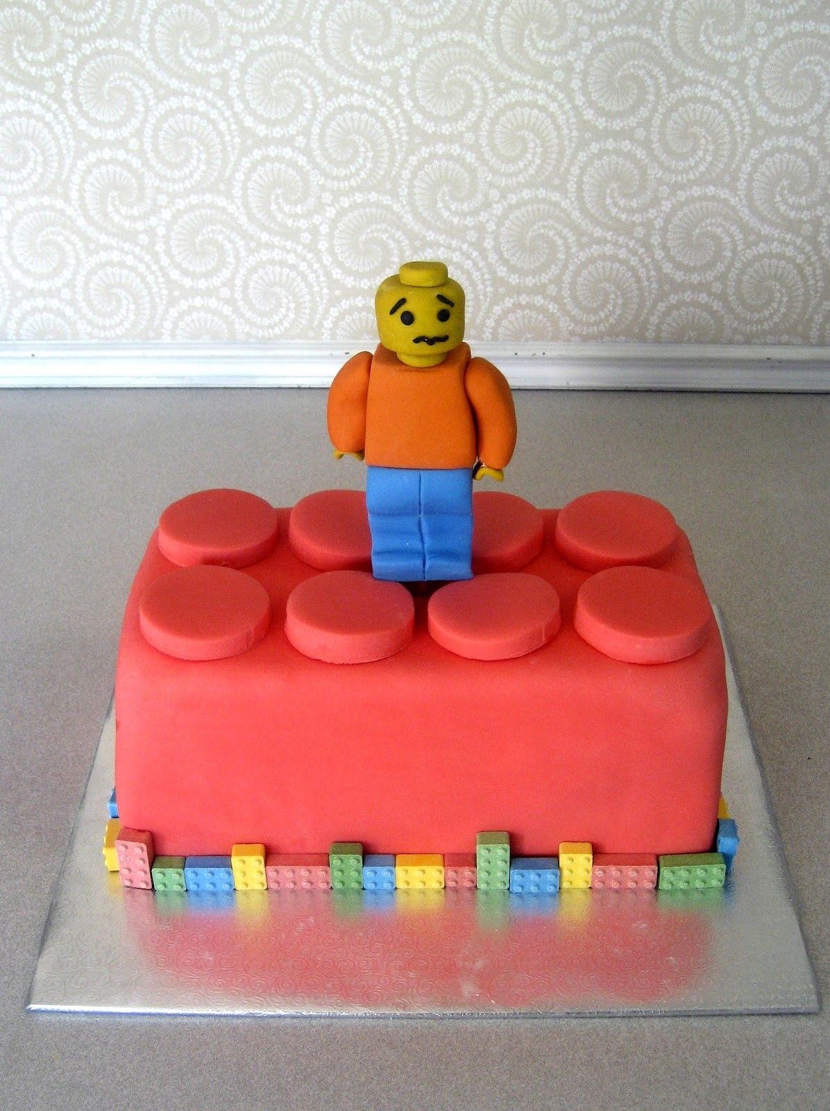 Cake Designs Lego : Devanys Designs: Lego Minifigure Cake
