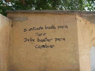 pared pintada con la frase si un minuto basta para morir debe de bastar para cambiar
