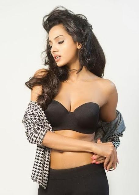 Actress Anjali Gupta Navel Show Photos