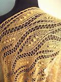 TE KOOP: Camel sjaal, een droom van kant in camelbeige.